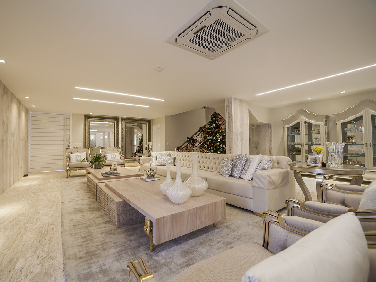 Casa de luxo bem iluminada no Alphaville Eusébio